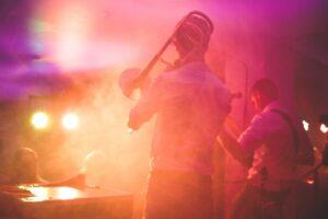 selskabslege og festmusik